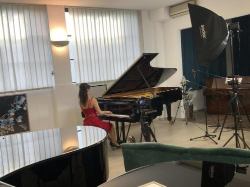 Chiara Biagioli in concerto da Piatino pianoforti
